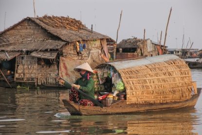 Cambodge_Tonle Sap_woman